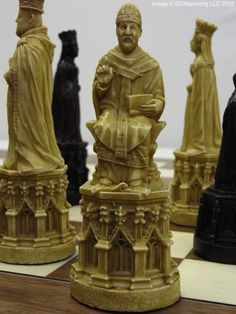 Canterbury Cathedral Plain Theme Chess Set