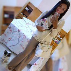 #LookDoDia: 😍 blusa com brilhinhos que amo da @multipla_modas_patosdeminas 😍 . #ModaFeminina #LookOfTheDay #MultiplaModas #LookMoniketesRosa #ChaveiroDePompom #PatosDeMinas #ChaveiroDeBolsa #PompomLovers #ChaveirosPompom #BagCharm #CalcaFlare #BagCharmFendi #chaveirofendi #pompomfendi #pompomdebolsa #Tendencia