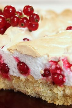 Ein (Spät)-Sommertraum – Johannisbeer-Baiser Torte Malu's Delicacies – A (Late) Summer Dream: Currant-meringue pie No Bake Desserts, Just Desserts, Cake Cookies, Cupcake Cakes, Baking Recipes, Cake Recipes, German Cake, Cake & Co, Healthy Cake