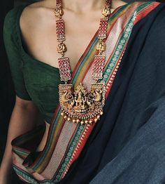 Simple Sarees, Trendy Sarees, Stylish Sarees, Saree Jewellery, Temple Jewellery, Cowgirl Outfits, Cowgirl Clothing, Cowgirl Fashion, Saree Blouse Neck Designs