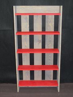 DIY Chic Pallet Bookshelf | 99 Pallets