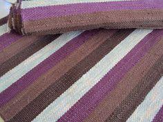 Äkin kankurit: maaliskuu 2010 Eevan violetinsävyiset matot.