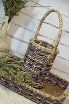 Baskets On Wall, Wicker Baskets, Newspaper Basket, Sewing Baskets, Bottle Holders, Basket Weaving, Diy And Crafts, Christmas Decorations, Home Decor
