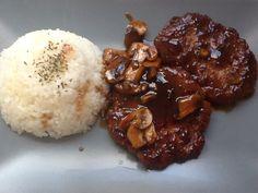 Hamburguesa japonesa con champiñones y arroz