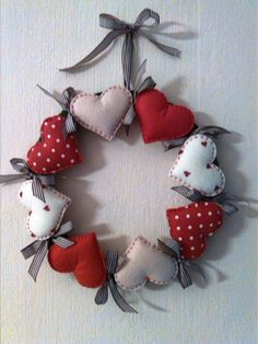 Fabric Christmas Decorations, Felt Christmas Ornaments, Heart Decorations, Valentine Decorations, Valentine Crafts, Handmade Decorations, Christmas Crafts, Christmas Christmas, Quilted Ornaments