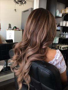 Best gorgeous hair colors to inspire your new look, brown hair color, brown hair color ideas, shades of brown hair color, brown hair color with highli. Brown Hair Balayage, Brown Blonde Hair, Hair Color Balayage, Light Brown Hair, Brunette Hair, Hair Highlights, Light Chocolate Brown Hair, Dark Hair, Dark Brown