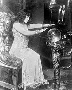 Vintage photo of a gypsy & her 'crystal ball'. Gypsy Fortune Teller, Maleficarum, Le Clown, Elfa, Gypsy Life, Gypsy Soul, Gypsy Eyes, Mystique, Vintage Circus
