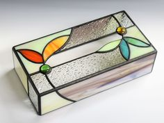 * box, clean lines Stained Glass Designs, Stained Glass Panels, Stained Glass Projects, Stained Glass Patterns, Stained Glass Art, Mosaic Glass, Glass Boxes, Glass Containers, Glass Jewelry Box