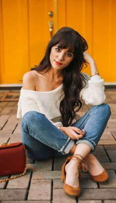 Black long hair with bangs, white sweater and jeans, olive complexion and bright red lips - Natural Hair Styles Haircut For Face Shape, Face Shape Hairstyles, Pony Hairstyles, Hairstyles With Bangs, Layered Hairstyles, Hairstyles 2018, Trending Hairstyles, Long Hair With Bangs, Long Black Hair