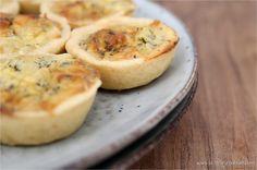Kein Morgenmensch? Kein Problem! Diese herzhaften Mini-Quiches begeistern selbst Frühstücksmuffel! | https://www.filizity.com/food/mini-quiches-mit-frischkaese-brunch-rezept