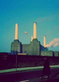 .:.:.:.:.:.pink floyd.:.:.:.:.:. Been there, seen that (minus pig) , but the whole area has changed SO much compared to the 34 years ago I was there!