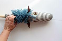 Çocuklar için Çoraptan At Yapılışı http://mimuu.com/cocuklar-icin-coraptan-at-yapilisi/