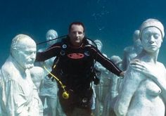 Sculptor Jason deCaires Taylor with his underwater sculptures, Cancun. S)