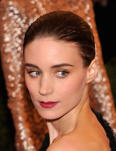 Rooney Mara Rooney And Kate Mara, Rooney Mara, Mara Sisters, Wine Lips, Short Braids, Clear Face, My Fair Lady, Beautiful Actresses, American Actress