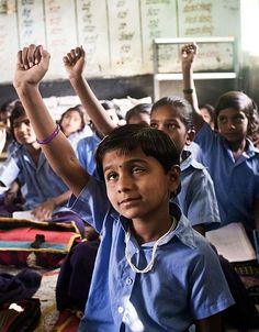 Shrushti, cieca dalla nascita, partecipa attivamente alle attività della scuola