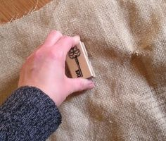 how to stamp on burlap