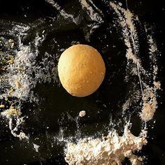 Making fresh egg pasta - 400g tipo '00' flour 4 large free-range eggs and a pinch of salt #freshpasta #eggpasta #pastamaking #italianfood #eatlocal #homecooking #tagliatelle #pasta #recipes #warmcocotterecipes #warmcocotte #homemadepasta #homemade #handmade #pastalovers #eatclean #estimatore_selettivo #cooking #pastafresca #onthetable #pastaaddict #fattaincasa #00flour #eggs #knead #f52grams #cucinaitaliana #eattheworld