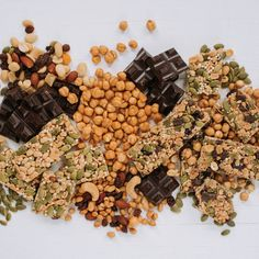Je suis fière de ma gamme de collations appétissantes et nutritives! #snack #snacking #chickpeas #barretendre #mixtrail #chocolat #darkchocolat #healthysnack #healthyfood #alimentationsaine Isabelle Huot, Tofu, Snacking, Lunch Box, Dairy, Cheese, Pesto, Cucumber, Dried Cranberries