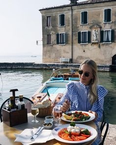 styleshiver | Lunch plans at the most stunning location ✨⚓️⛵️ #feelslikeinamoviescene #lakegarda #styleshivertravel #bmwgermany