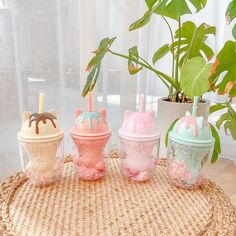 Plastic Cup With Straw, Water Bottle With Straw, Cute Water Bottles, Rose Gold Kitchen, Diy Crop Top, Kawaii Room, Cute Cups, Cute Room Decor, Cute Kitchen