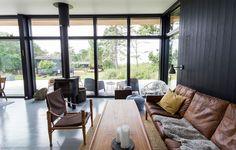 Nyt sommerhus med havudsigt til under en million Architectural House Plans, Garage Apartments, Log Homes, Modern House Design, Bungalow, Cottage, Cabin, Inspiration, Interior