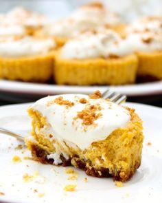 Miniature Pumpkin Gingersnap Cheesecakes- the dessert of the season? I think yes. #cheesecake #pumpkin #fall