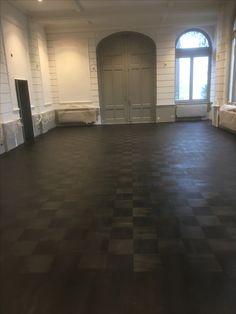 Eiken blok af gewerkt in de zwarte olie. Door parkethuizen.nl