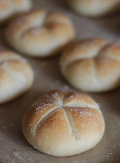 Panecillos Broetchen (In Spanish) Biscuit Bread, Pan Bread, Bread Cake, Pan Dulce, Chilean Recipes, Salty Foods, Bread And Pastries, Home Baking, Artisan Bread