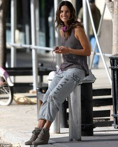 Alessandra Ambrosio reveals her toned abs in a cropped sweater during flirty Victoria's Secret photo shoot | Mail Online