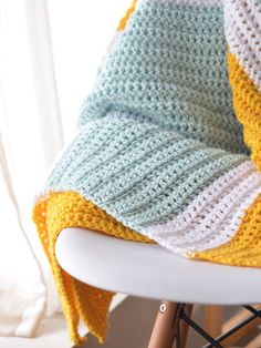 Chunky Crochet Blankets Learn how to make this sweet, crocheted gender-neutral baby blanket in chunky stripes. This easy project is perfect for beginners - free pattern included. Crochet Baby Blanket Free Pattern, Crochet Baby Blanket Beginner, Easy Baby Blanket, Baby Knitting Patterns, Crochet Blankets, Crochet Patterns, Beginner Crochet, Crochet Ideas, Knitting Ideas