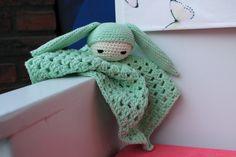 Crochet amigurumi bunny baby comforter / blankie / comfort cloth * soft green,  baby gift door BoxOfBeasts op Etsy