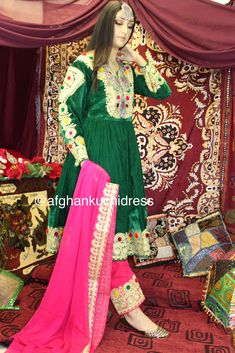 The beauty of Chirma Dozi Afghani Clothes, Afghan Girl, Cute Fashion, Womens Fashion, Afghan Dresses, Iranian, Salwar Suits, Traditional Dresses, Designer Dresses