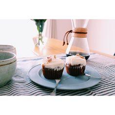 2016.05.23 Sunday Bake Shopのキャロットケーキと珈琲で贅沢な月曜日 #sundaybakeshop #coffee #chemex #おうちカフェ #おうちごはん #シンプルライフ #花のある暮らし #植物のある暮らし #北欧家具 http://ift.tt/1U25kLY