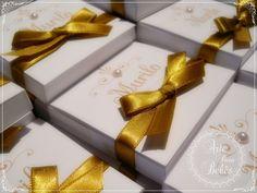 Lembrancinha de maternidade chá de bebê batizado dourado 1 caixa com 1 mini terço