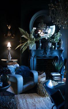 Blue living room, indoor plants, blue walls, decorating with blue, hollywood reg… Dark Living Rooms, Elegant Living Room, Dark Rooms, Small Living, Monochromatic Living Room, Living Room Designs, Living Room Decor, Living Area, Dining Room