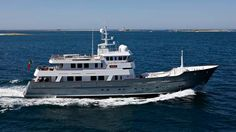 Discover Axantha II, the research vessel thought for faraway destination. Aluminium hull and superstructures, allows for 6795 miles autonomy. Big Yachts, Super Yachts, Luxury Yachts, Explorer Yacht, Expedition Yachts, Boat Names, Cabin Cruiser, Lower Deck, Architecture Awards