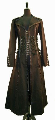 Steampunk trench coat. Oh I would so wear this.