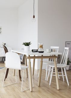 White and wood tints in a Berlin home - cocolapinedesign.com #Frama #Muuto #normanncopenhagen