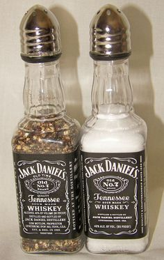 2 sets of Jack Daniel's Whiskey Salt & Pepper Shakers 50 ml Empty Liquor Bottle