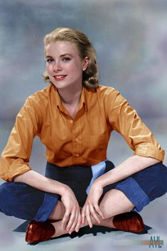"""Colorized photo of Grace Kelly, ca possible for her movie """"Country Girl"""" Grace Kelly Mode, Grace Kelly Style, Princess Grace Kelly, Grace Kelly Fashion, Hollywood Glamour, Classic Hollywood, Old Hollywood, Divas, Kelly Monaco"""