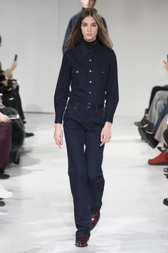 7fb082bf02c08 See the complete Calvin Klein Collection Fall 2017 Ready-to-Wear collection.
