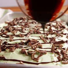 Andes Poke Cake Mint and chocolate are the perfect duo for this poke cake. Get the recipe at .Mint and chocolate are the perfect duo for this poke cake. Get the recipe at . Poke Cake Recipes, Poke Cakes, Cupcake Cakes, Dump Cakes, Brownie Recipes, Just Desserts, Delicious Desserts, Yummy Food, Tasty