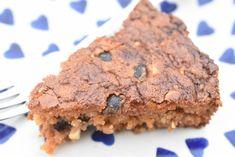 Hvid chokoladekage med kirsebær - blondie opskrift | nogetiovnen.dk Danish Dessert, Blondies, Tapas, Recipies, Snacks, Sweet, Food, Drinks, Recipe