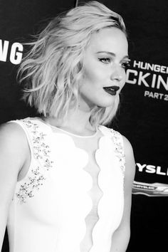 Jennifer Lawrence at 'The Hunger Games: Mockingjay - Part 2' premiere in LA | 11/16/15.
