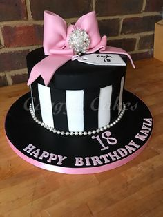 18th birthday cake, round box with bow and keepsake broach #caggyscakes #broach #bow #blackandwhite #18th #birthday