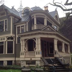 Oh, how I would love to go exploring in this big old house. I bet there are all kinds of interesting nooks and crannies!