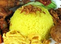 Indisch eten!: Nasi kuning: gele rijst uit de Indonesische keuken...