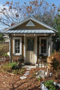 Love this. I'd love to have my own garden shed!! It's beautiful