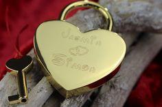 HERZ LIEBESSCHLOSS GOLD GRAVIERT GESCHENKIDEE MIT GRATIS WUNSCHGRAVUR   | eBay