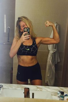 Ellie Goulding shows off her arms in her latest Instagram post on Sept. 8, 2015.   - Cosmopolitan.com